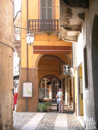 Orta - entry to piazza